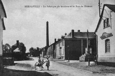 cartes-postales-photos-La-Fabrique-de-Bouton-et-la-Rue-de-Domart-BERNAVILLE